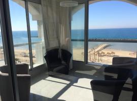 3 Bedroom Luxurious On the Sea Tel Aviv, Tel Aviv