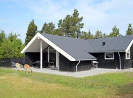 Three-Bedroom Holiday home in Blåvand 52, Ho