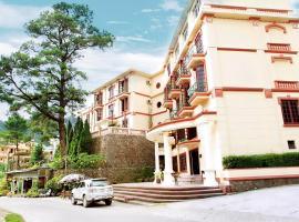 Khách Sạn Cây Thông, Tam Ðảo