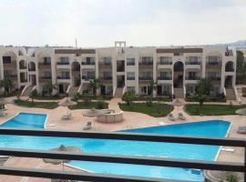 Apartment with Pool View in Sunny Lakes Resort, Szarm el-Szejk