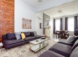 8 Bedroom Midtown Townhouse- Sleeps 16, Nowy Jork
