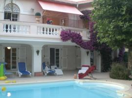 beautiful villa with direct access to the beach, Saint-Raphaël
