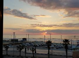 Two Rooms Apartment on The Seaside, Bat Yam