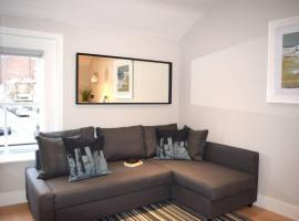 1 Bedroom Apartment next to The Grand Canal Sleeps 4, Dublin