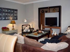 3 Bedroom Riverside Duplex Sleeps 6, Dublin