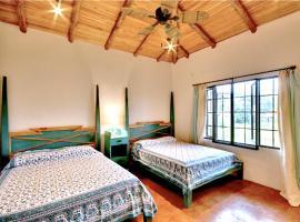 Casa Tucana, Esterillos