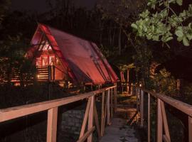 Fern Cabin, Roseau