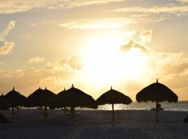 BONBINI Condo walk to Eagle Beach, 棕榈滩