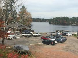 Lake & Marina View Room, Gravenhurst