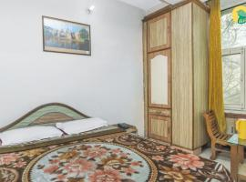 Guesthouse with a hilly view in Dharamshala, by GuestHouser 39088, Dharamshala
