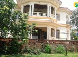 Bungalow with a pool in Lonavala, by GuestHouser 40037, Lonavala