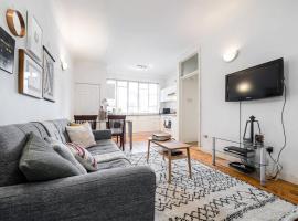 Super Soho Location - Super chic 2 bedroom flat!,