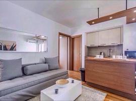 Modern & Lovely Athenian Riviera Apartment, Athens