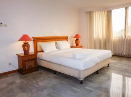 3BR Spacious Senopati SCBD Apartment By Travelio, Giacarta