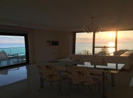 Luxury Apt in Konak Seaside Homes with a Sea Front View and a Private Beach, Kargicak