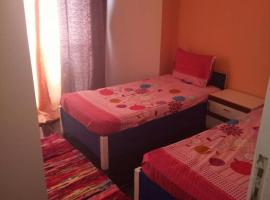 50 m2 studio, for 3 guests in central Doqi, Каир