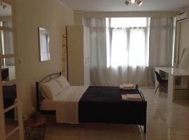 TthessLad Luxury, Saloniki