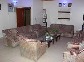 Luxury Inn, Karāchi