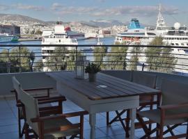 Chic style 2 bedroom apartment, great views of Piraeus cruise port, Pireus