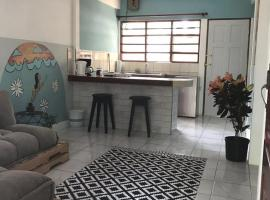 Cool cozy beach apartment in the heart of Jaco, Jacó