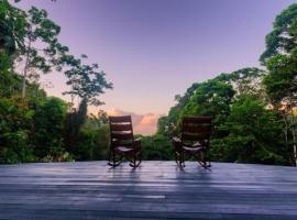 Luna Lodge, Carate