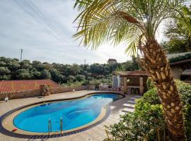 Dream Lux Flat with great Outdoors, Pool & Parking, Áptera