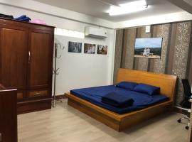 Bee your home! Private house with shared kitchen., Ратьзя