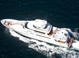 Seabear by LuxuryYachts, Singapur