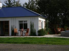 Jaðar House, Bær