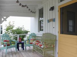 Zinnias Cottage Two-Bedroom Home, Pacific Beach