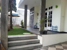 villa Aista, Batu