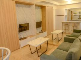 Exclusive 1 BR L'Avenue Apartment By Travelio, Giacarta