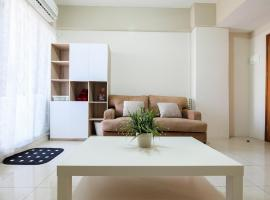 Comfy 2 BR Gading Greenhill Apartment By Travelio, Yakarta