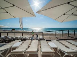 Beachfront Apt w/ View & Pool by Sea N' Rent, Herzelia