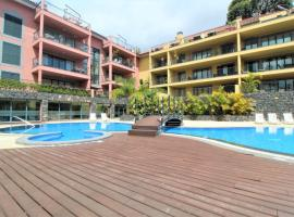 living Apartment With Private Pools, jacuzzi,Gym, Фуншал