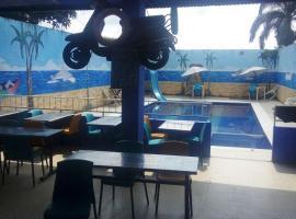 Hotel Mediterraneo, El Colegio