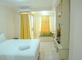 Minimalist Studio Room at Grand Serpong Apartment By Travelio, Warungmangga