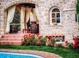 Villa Melody, Plataniás