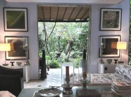 Pool Villa With Lush Garden in Heart of Seminyak, Kuta