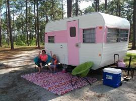 Pretty in Pink, Savannah