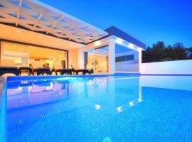 Villa Aşk, Üzümlü