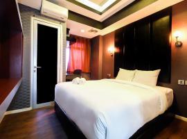Homey 2BR at Green Lake Sunter Apartment By Travelio, Yakarta