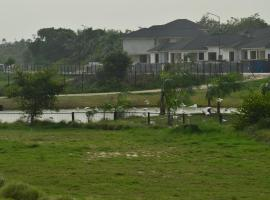 Lakowe Lakes Golf Resort, Ado