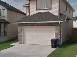 Comfortable House Mountain View Tuscany NW Calgary, Calgary