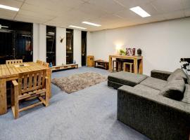Warehouse Apartment + Netflix, Games Room and Sauna, Мельбурн