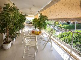 Family Holidays Apartment in Glyfada, Ateny