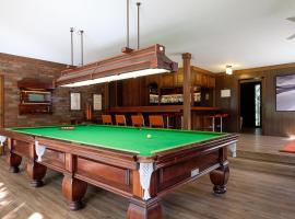 Brookfield Retreat - Large Holiday Home / Group Accommodation, Брисбен