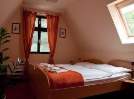 Hotel Paradies, Теплице