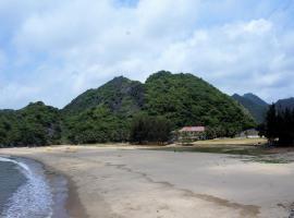 Tung Thu beach bungalow, Cat Ba