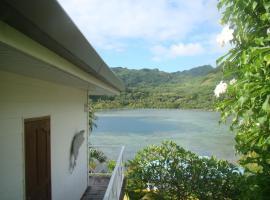 HUAHINE - Apoomatai Bay Fare, Parea